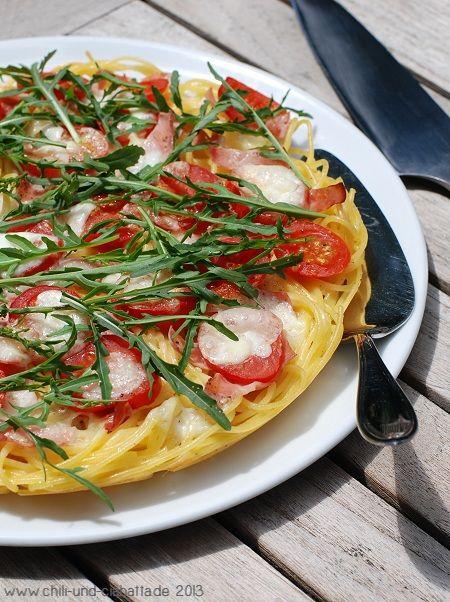 Morgens lasse ich mich manchmal von Bayern3 bedudeln. Seit einiger Zeit gibt's dort um 8.30 Uhr unter der Rubrik Was koch ich heute ein schnelles, alltagstaugliches Rezept. Die Spaghetti-Pizza hat mich gereizt. Das Gericht ist tatsächlich schnell gemacht und hat...