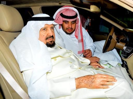 الأمير عبدالرحمن بن عبدالعزيز يصل إلى الرياض وخادم الحرمين في مقدمة مستقبليه الأمراء الأمير سلطان بن سلمان الديوان الملكي Winter Hats Hats Fashion