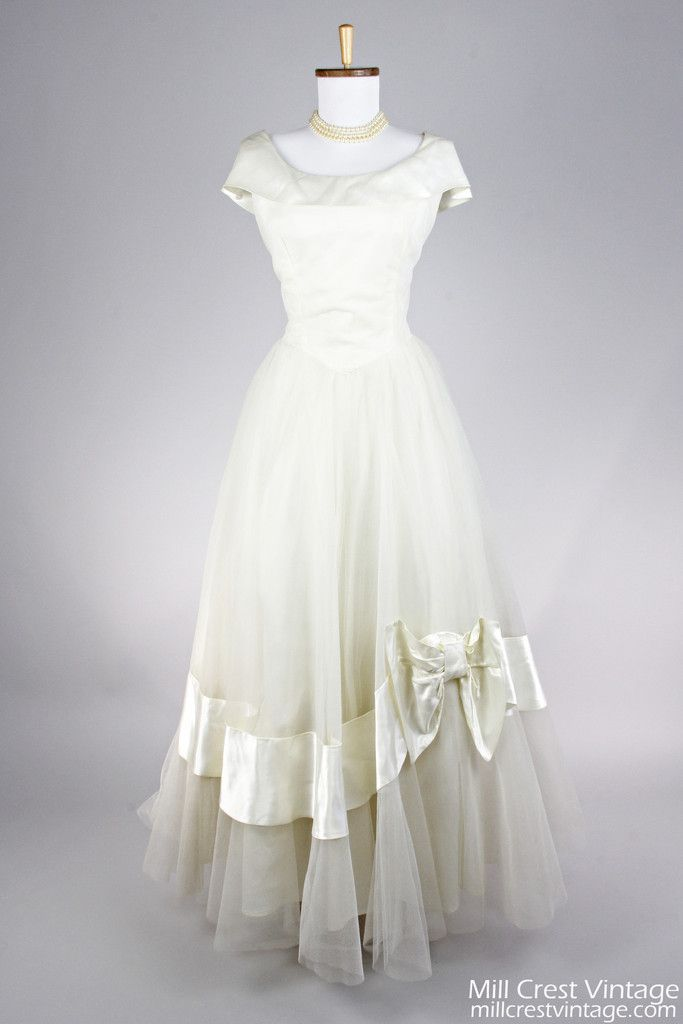 93095d006b1 1950 Ivory Satin and Tulle Vintage Wedding Gown