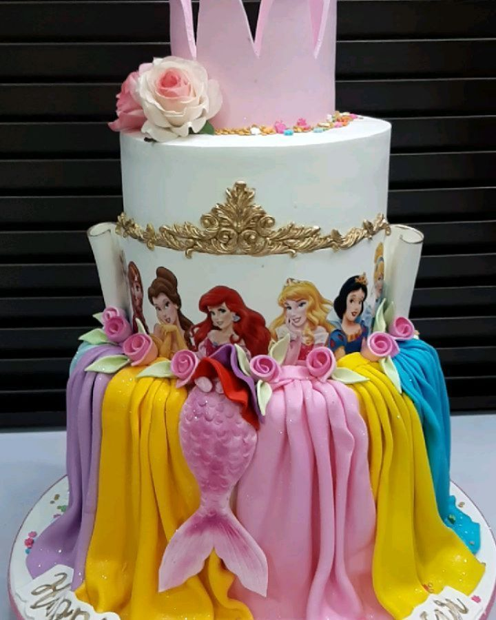 Good morning lovers😘😘😘.....hello Wednesday🤗🤗🤗,,,,,hope you all slept well? . . . . . . . Enjoy every second of the day❤❤❤ . . . . . Disney princesses themed cake 🎂🎂🎂 . . . . . .