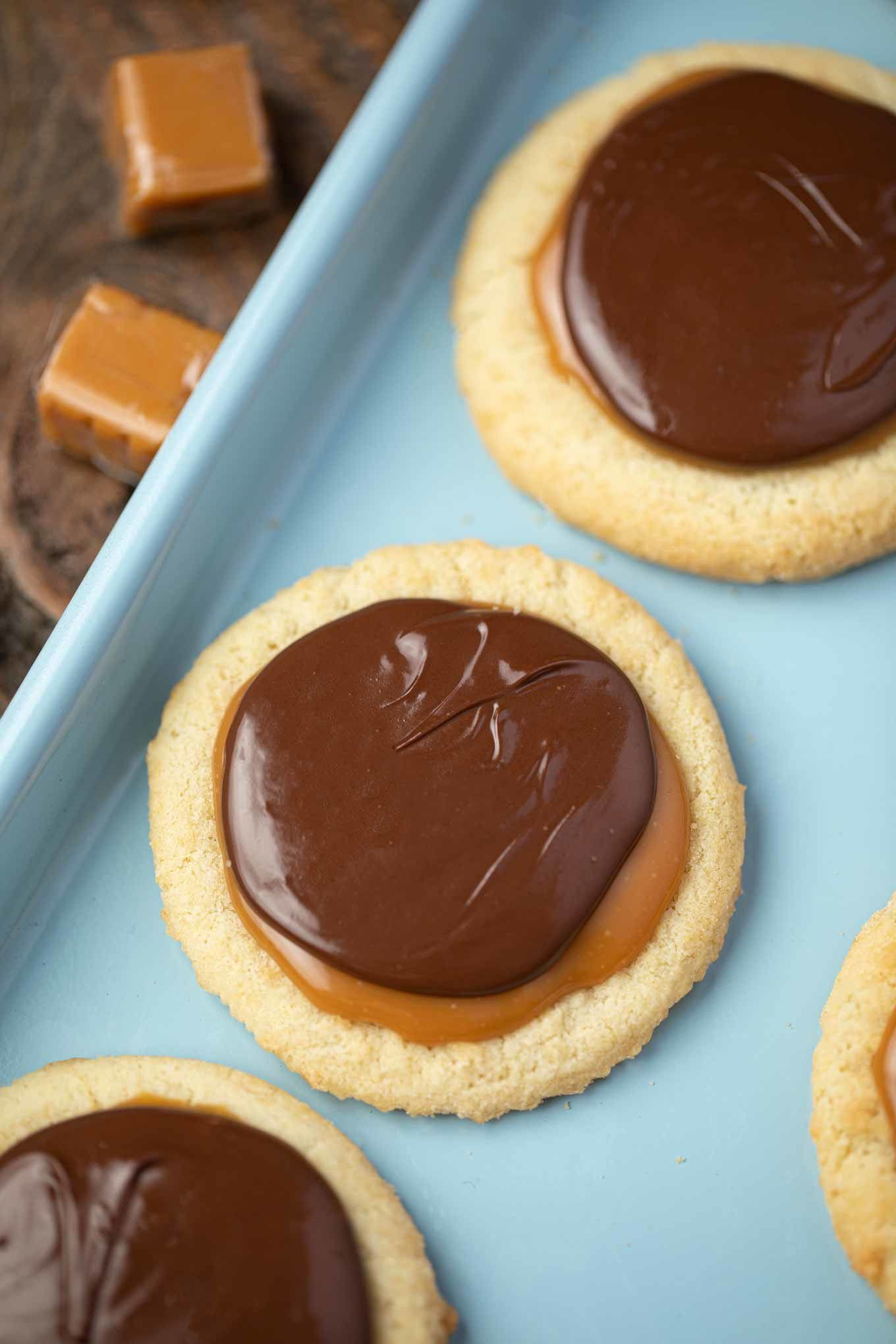 Twix Cookiesare just like your favoritecandy bar with vanilla extract chewy caramel chocolate chips and powdered sugar Twix Cookiesare just like your fa...