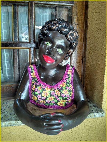 Namoradeira Clotilde, a roupa revestida de tecido , prontinha para alegrar sua casa !! R$ 75,00