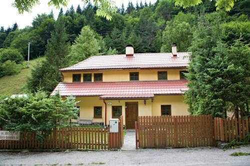 Chata Donovaly Star� Hory Surrounded by the Low Tatras and Velka Fatra National Parks and set in the village of Star? Hory, Chata Donovaly offers a self-catered accommodation, a garden with barbecue facilities and a terrace. Free private parking is possible on site.