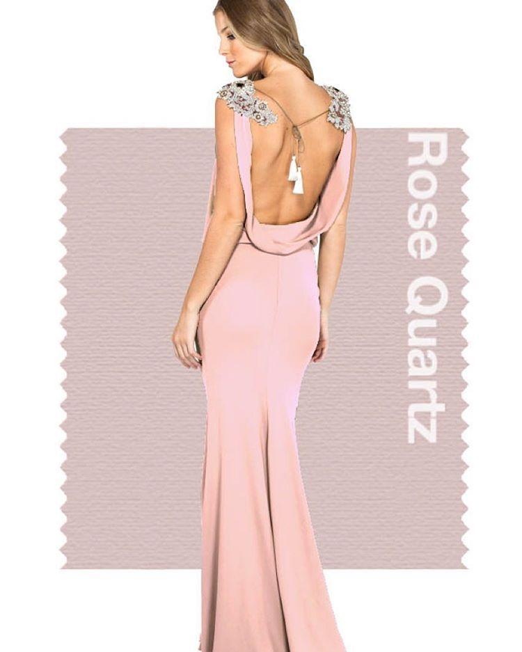 """HELLO DRESS no Instagram: """"Rose Quartz será a cor de destaque no Verão 2016 segundo a @pantone . Adoramos este tom de rosa, perfeito para vestidos delicados como este da @trinitacouture para #hellodress #FashionColorReport #rosequartz #pantone #ss16 #alugueldevestidos #vestidodefesta #madrinha #trinita #trinitacouture"""""""
