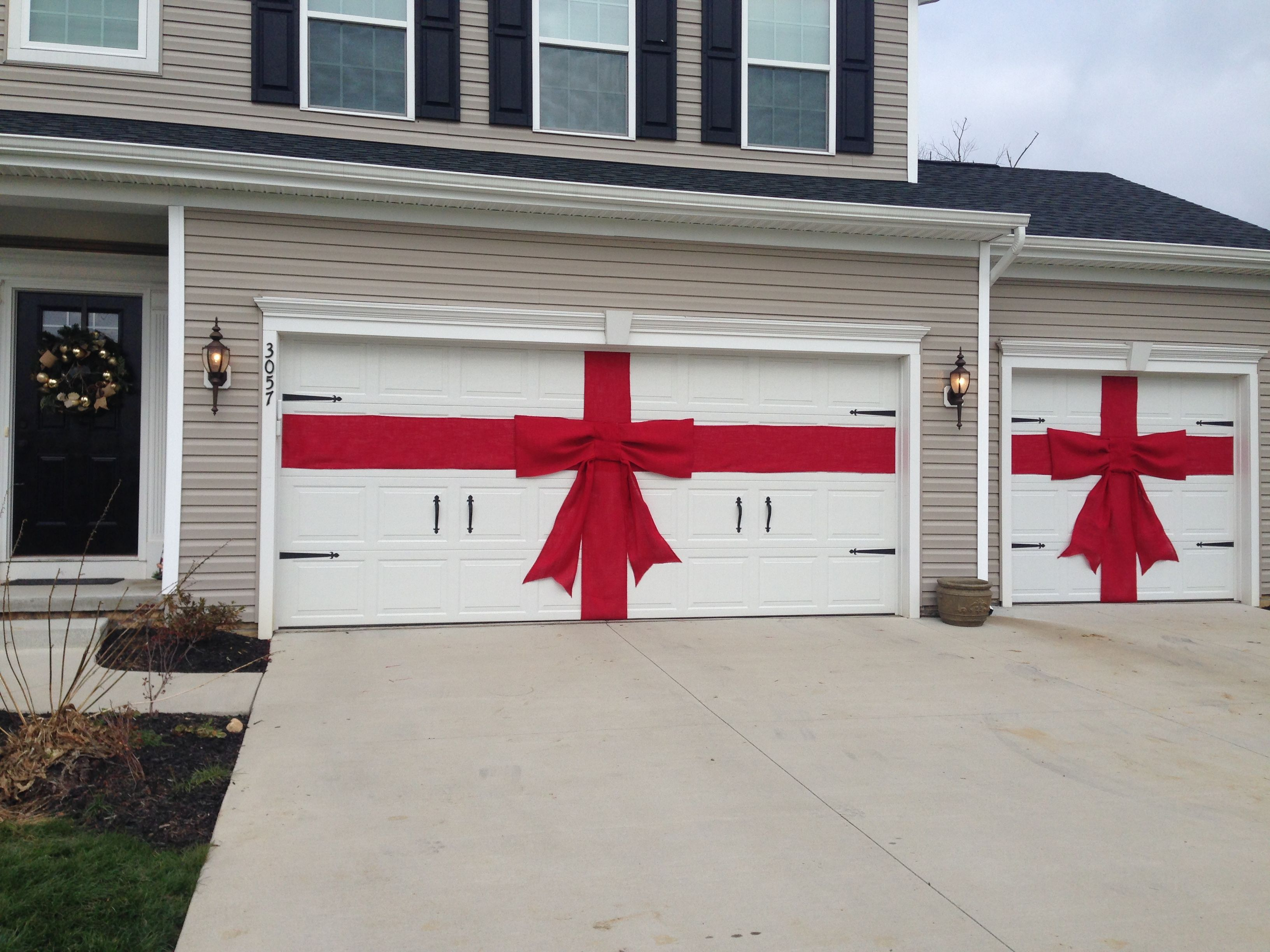Outdoor garage decorations  DIY red burlap ribbon and bow for Christmas decor for garage doors
