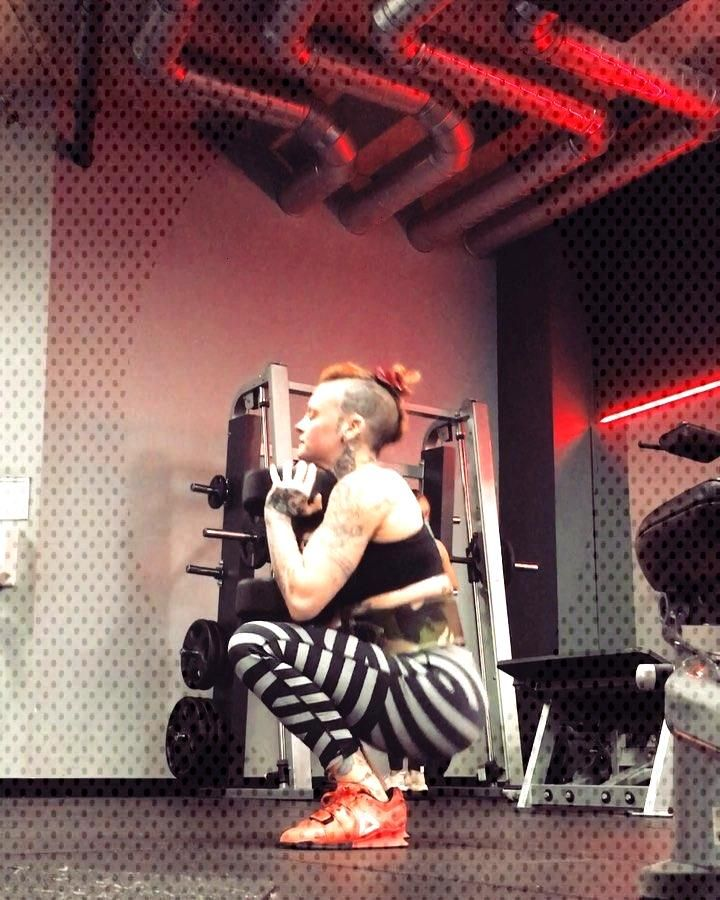 Goblet Squat 28kg. Really had fun doing legs today which is a miracle in itself! January Positivity