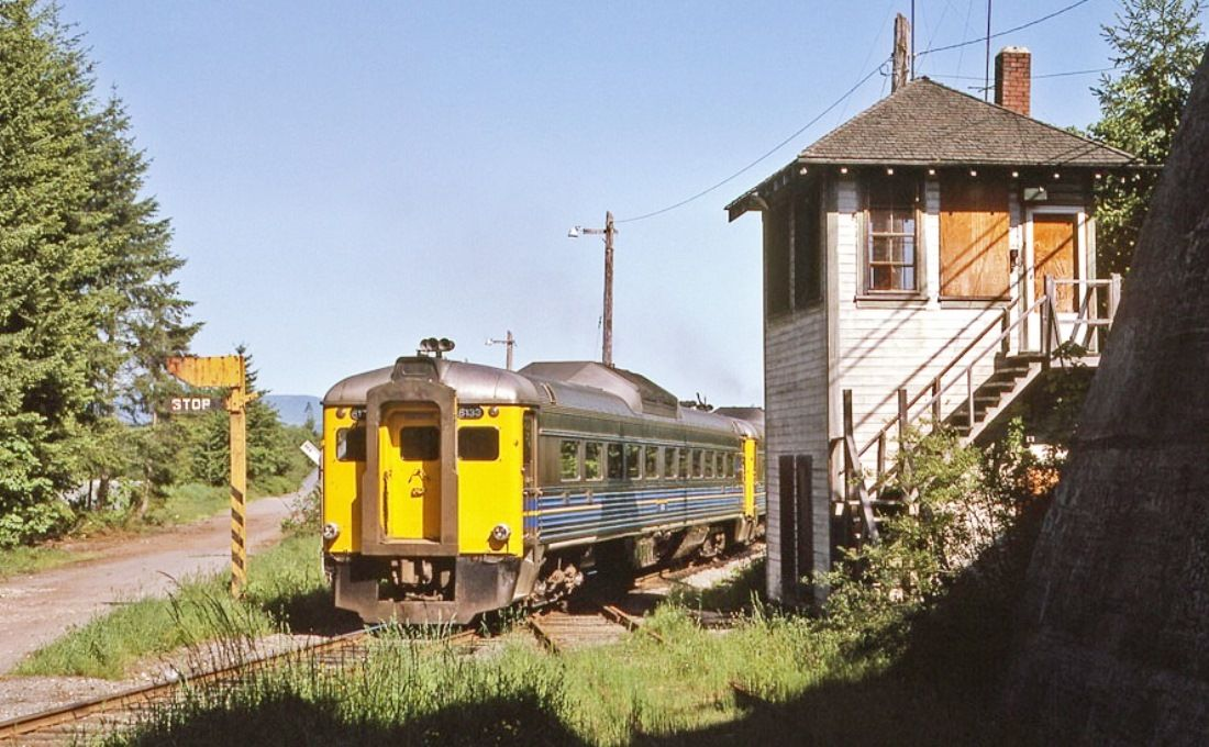 The trailing Budd car (6133) of VIA's passenger train