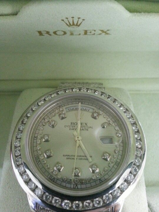 Rolex custom  1row bezzle with dimonds and gold