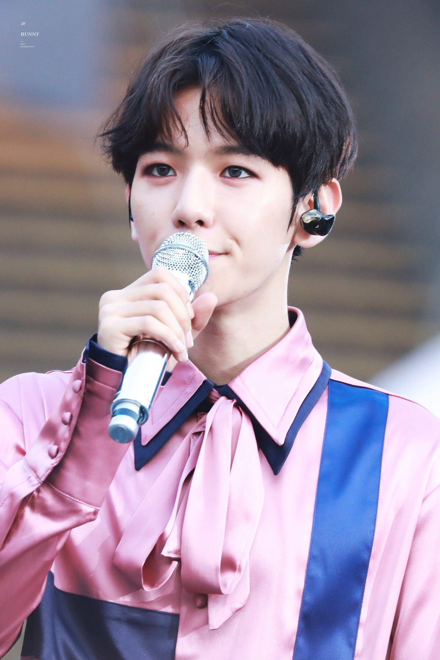 *cries bcs he's too beautiful* #Baekhyun #BeautyB