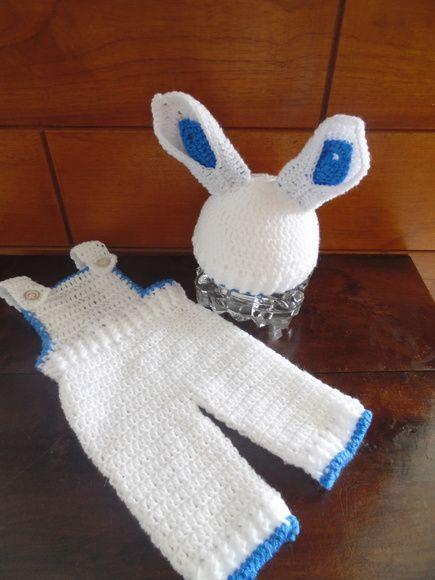 5c6fd9175 Coelho para fotos de bebê. Feito em lã. O conjunto contem  1 Jardineira