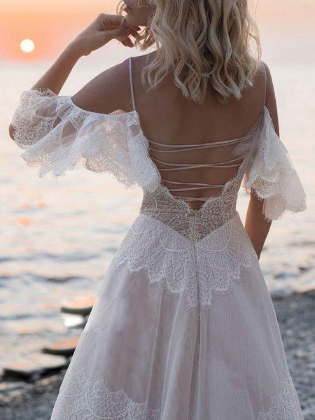 Robes de mariée boho 2019 v cou une ligne robe de mariée en dentelle à manches courtes pour mariage de plage avec train de balayage
