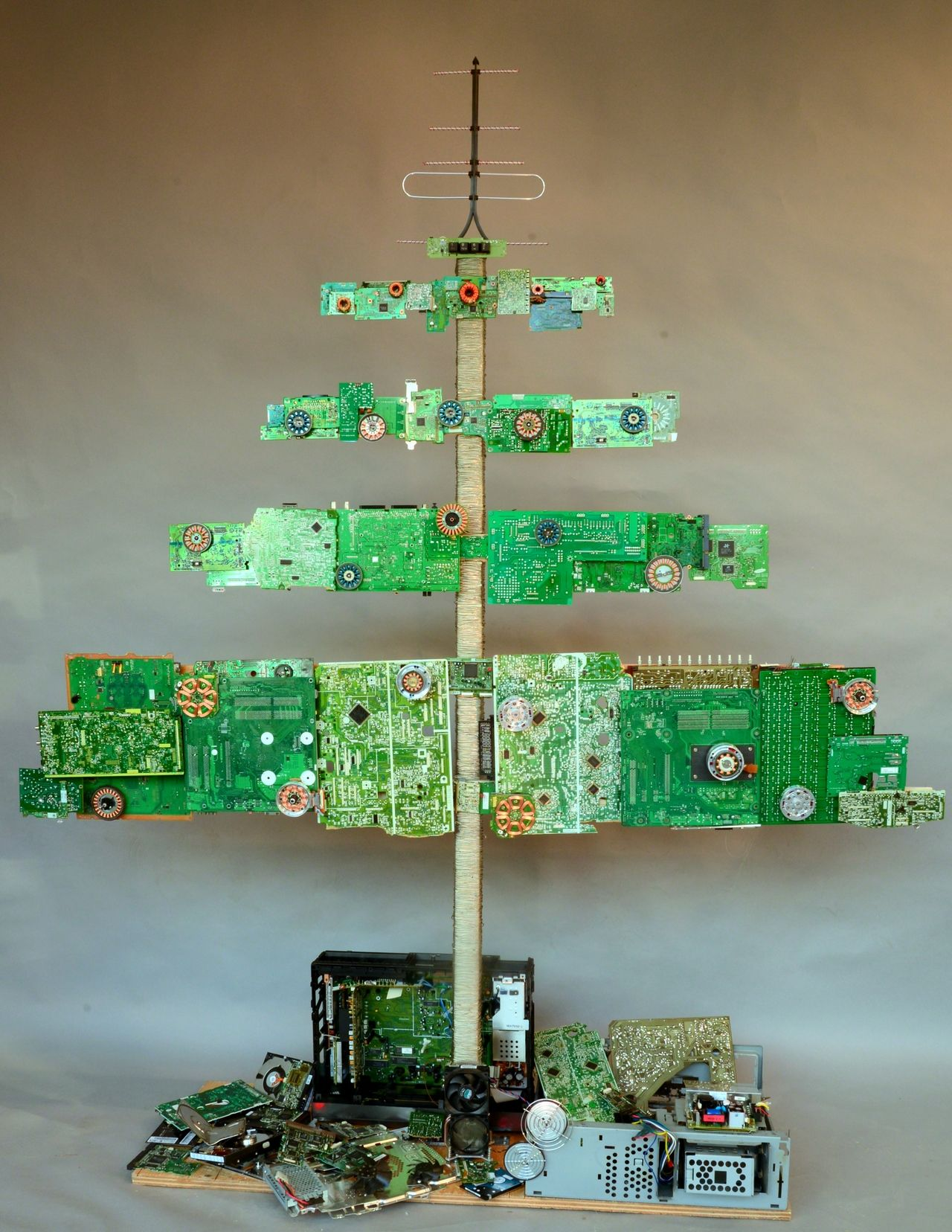 A tree made from old computer parts very cool geek a Christmas tree ideas using recycled materials