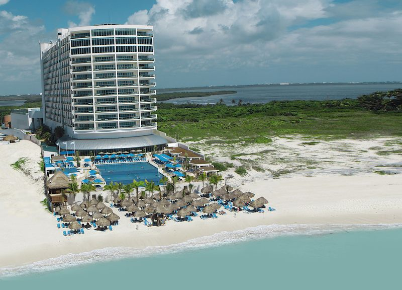 Seadust Cancun Family Resort Keeps Kids And Parents In Mind Wherever Family Cancun Family Resort Family Resorts Family Friendly Resorts