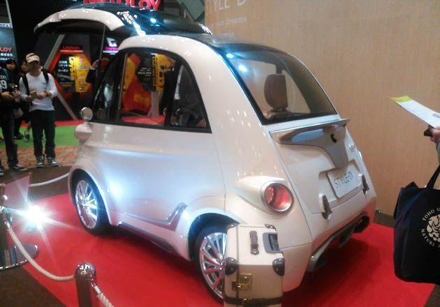 フロントがガバッと開く電気自動車 左右のドアがないから駐車効率up