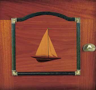 Detalle Puerta Dormitorio con Marqueteria y moldura verde   Juvenil Barco Java