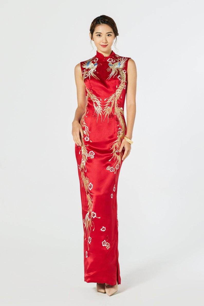 Pin By Alexa Thompson On Cheongsam Traditional Dresses Phoenix Wedding Dress Chinese Wedding Dress [ 1191 x 794 Pixel ]