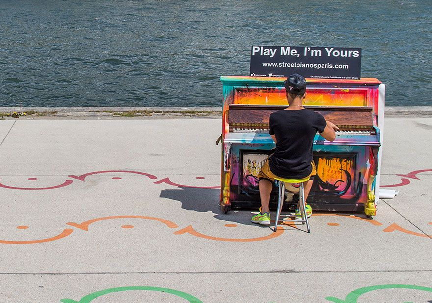 street-pianos-play-me-im-yours-project-paris-2014__880