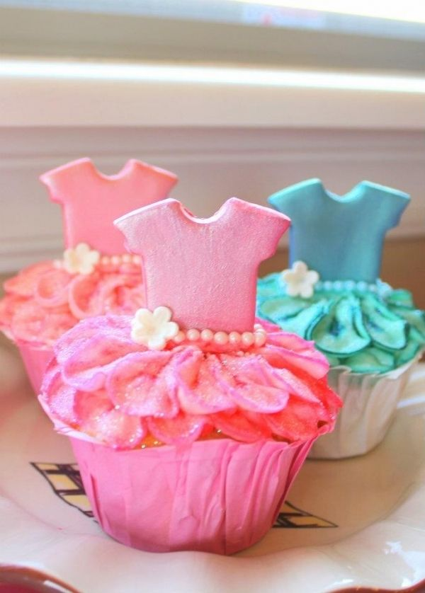 Ballerina Cupcakes (by Clevershepig on Cake Central)