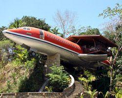 Na Costa Rica, a fuselagem de um Boeing 727 foi convertida em uma suíte exclusiva do Costa Verde Hotel. O interior foi totalmente equipado e meticulosamente detalhado para incluir dois quartos com ar condicionado, cada um com seu próprio banheiro privado, sala de jantar, terraço com vista para o mar, uma entrada privada, e vista de 360 graus do jardim ao redor da suíte.