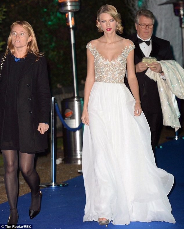 Taylor Swift has real-life princess moment | Swift, Taylor swift and ...