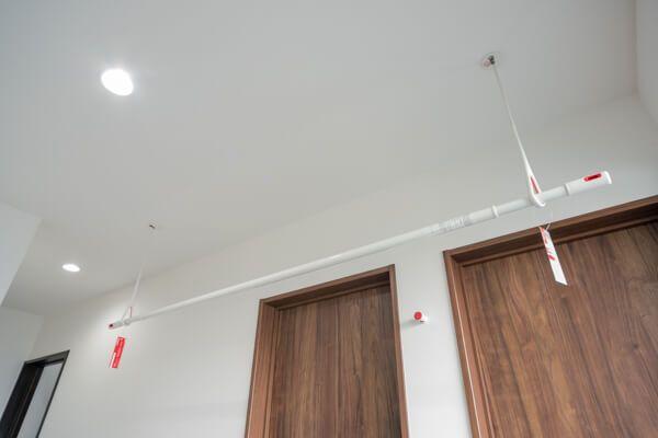 室内の物干し事例 ワイヤー ホスクリーン ナスタ エイダイ 注文