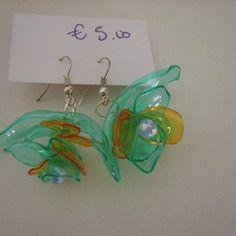 Orecchini plastica riciclata decorazione a fiore con monachella