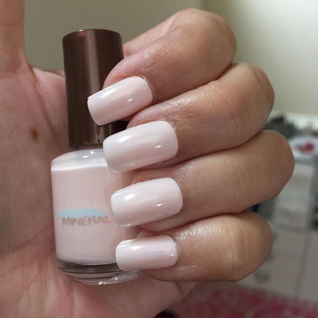 Just classy! Simples e chic! Mineral Fusion Blushing Crystal ...