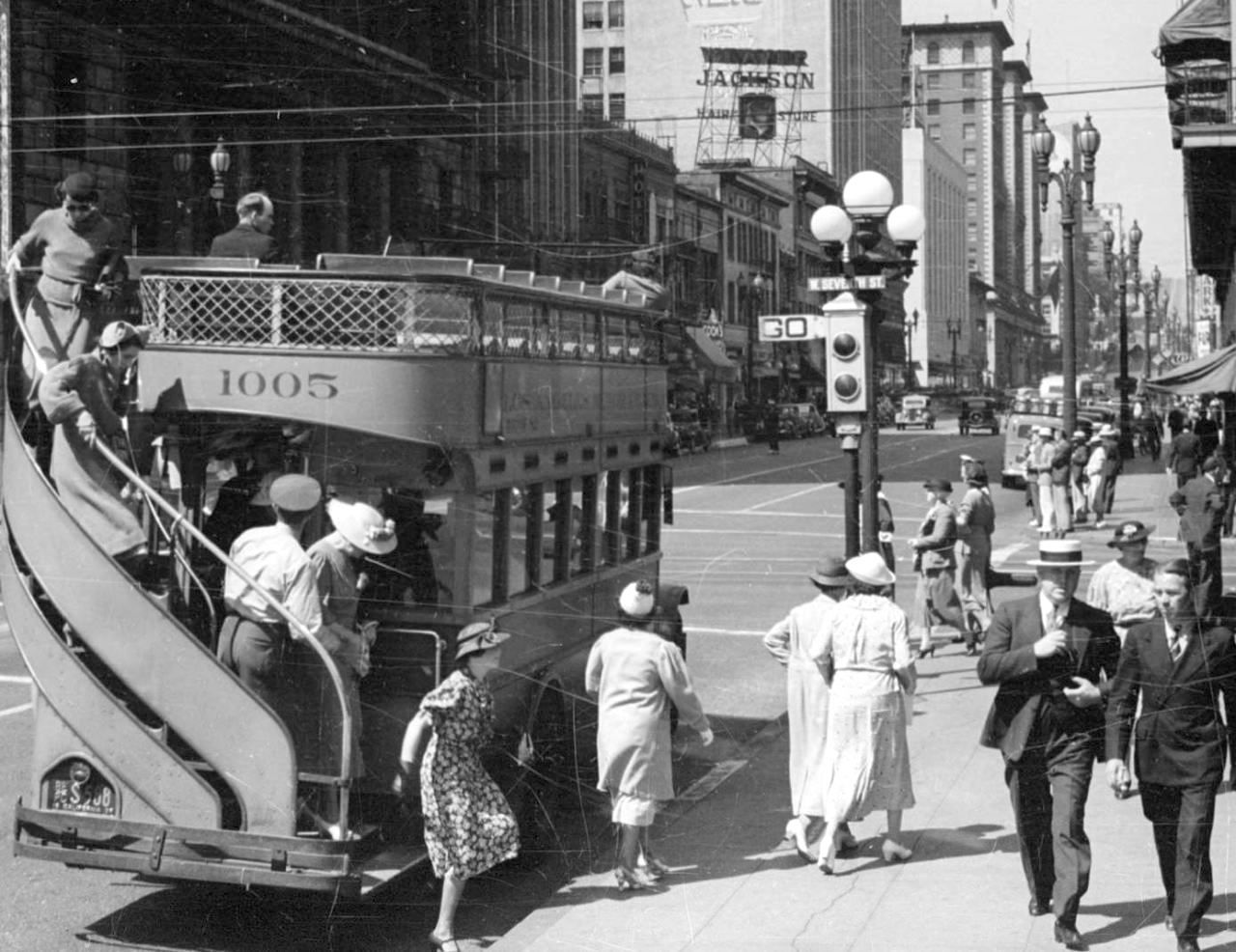 Women Getting Off A Double Decker Bus South Olive West 7th Streets Downtown Los Angeles 1937 Downtown Los Angeles Los Angeles Los Angeles County