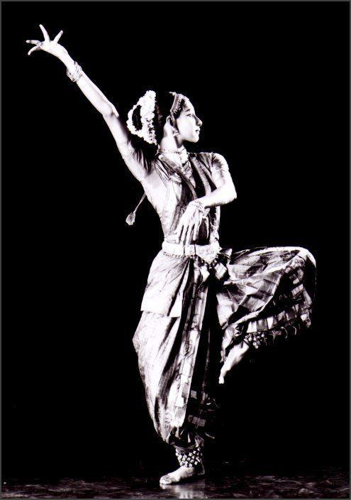 Movementaddiction Classical Indian Dance Http Ift Tt 1x1qbpm Indian Classical Dance Dance Poses Indian Dance