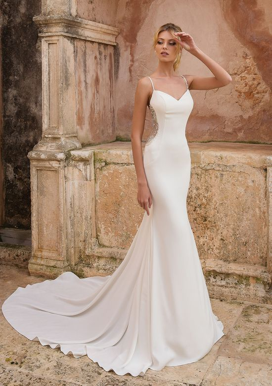 Photo of Brautkleid mit Perlen – Cut-Out