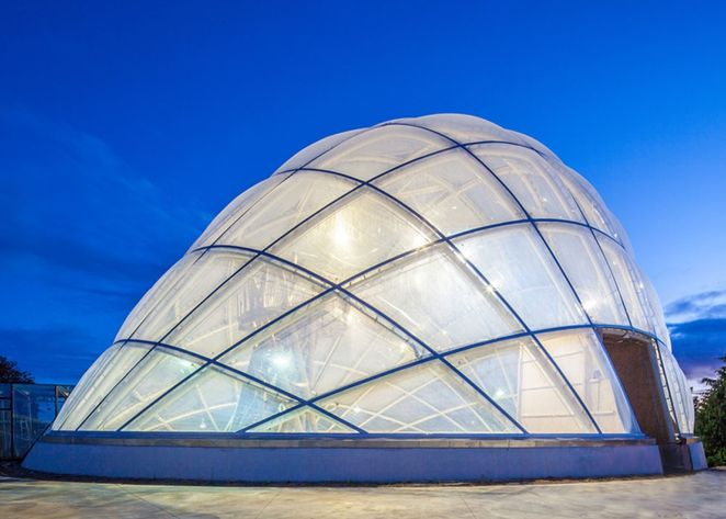 C. F. Møller Architekten  Dewdrop inflatable energy-efficient greenhouse responds to its environment