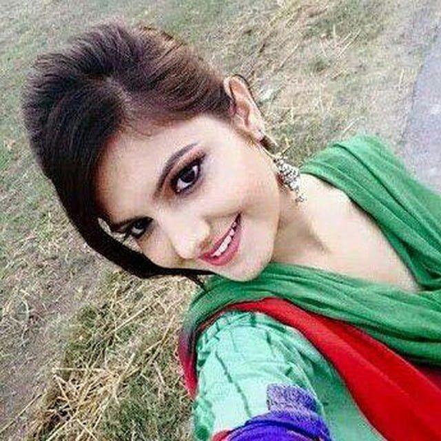 Indisches Mädchen Zeigt Brüste Her