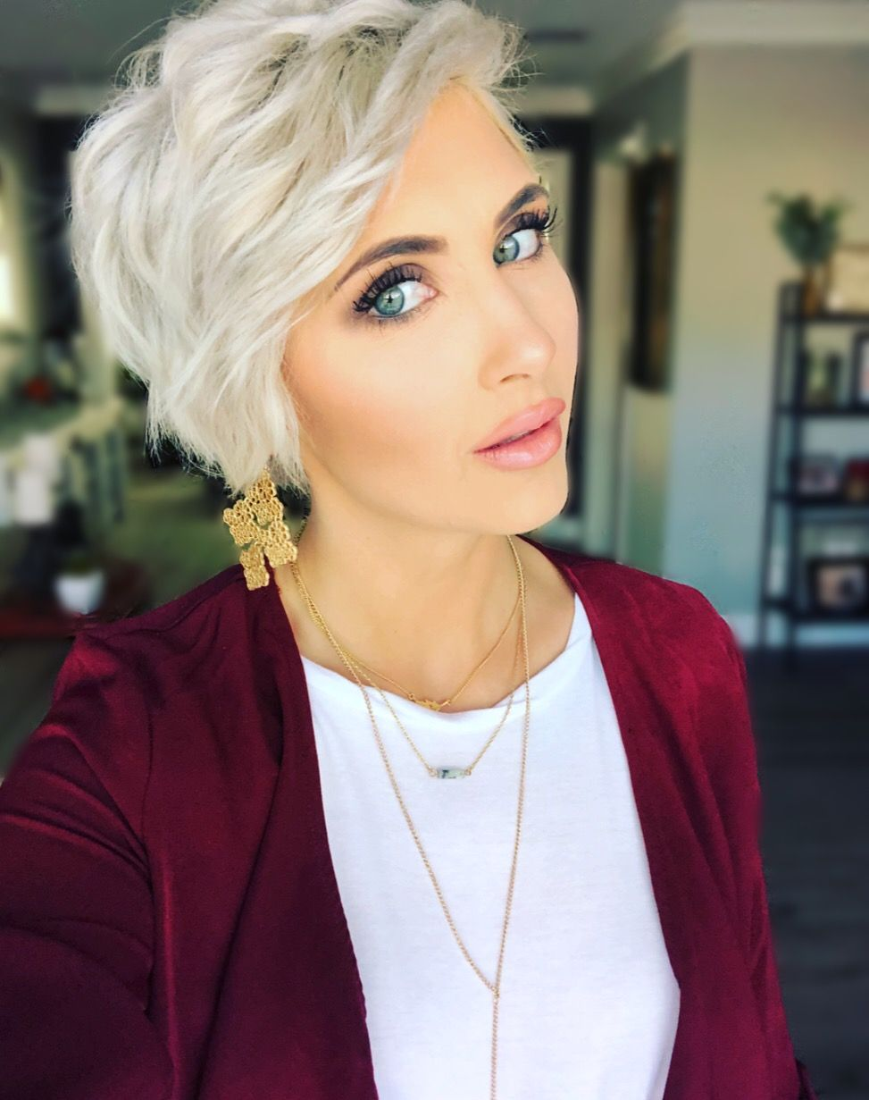 Best Hairstyle For Very Long Hair Platinum Blonde Pixie Platinum Blonde Hair Hair Highlights