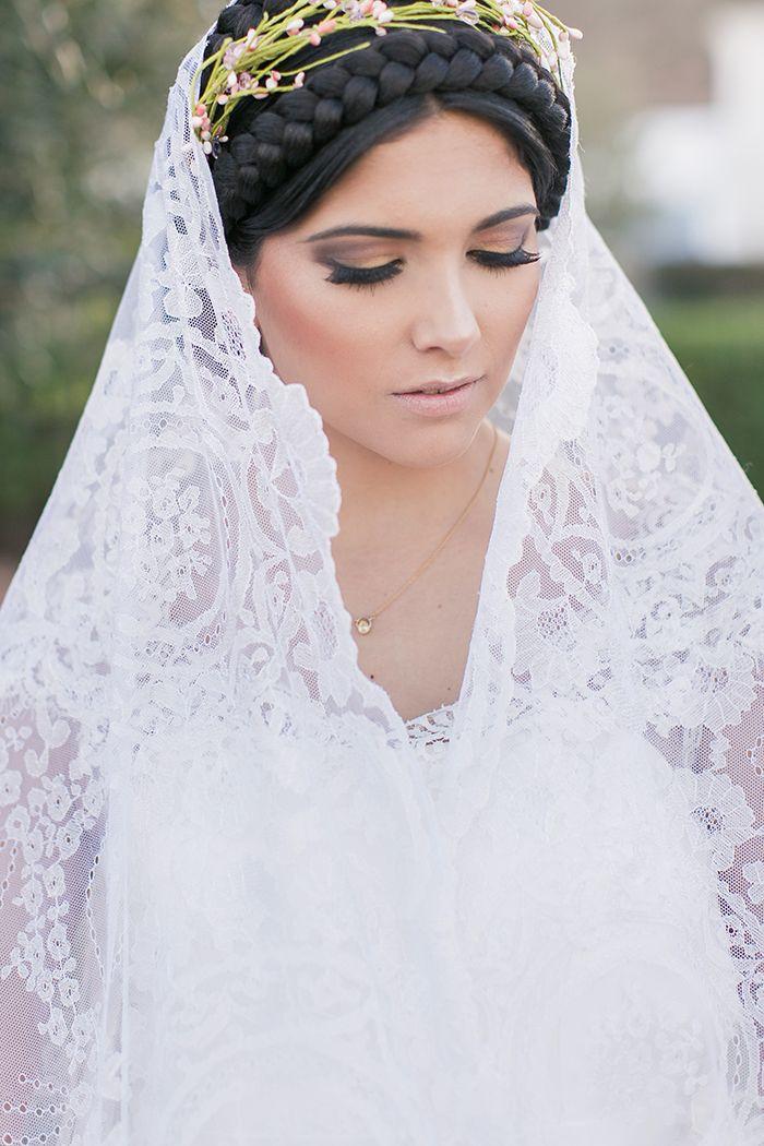 Brautkleider in der Sonne Andalusiens | Mantilla schleier ...