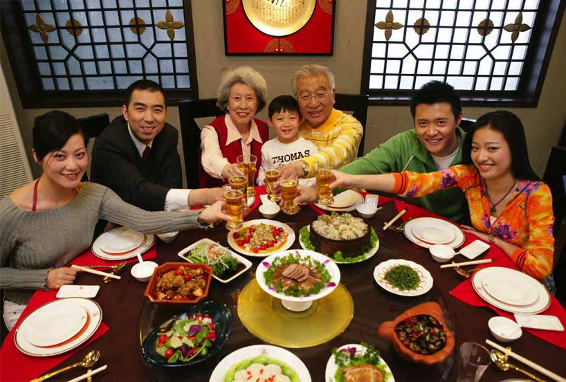 Chinese Dining Etiquette Confuciusmag Chinese Dinner Chinese New Year Food Chinese Food Culture