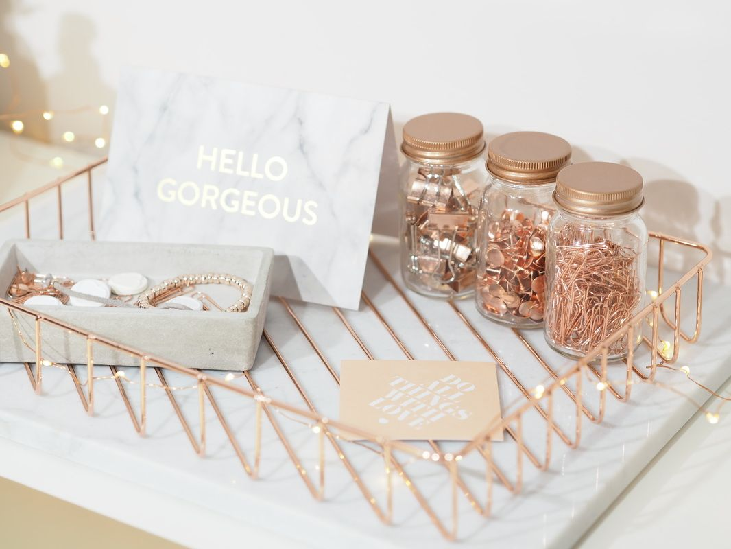 Dressing your desk i love these rose gold desk for Wedding table organizer