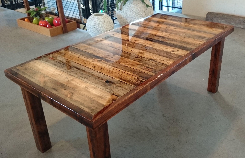 Epoxy tafel oud hout acaciastraat