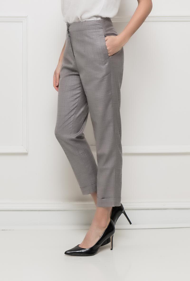 462621c3352c0 Céveine - Ce pantalon gris longueur 7 8 à coupe droite est idéal pour une
