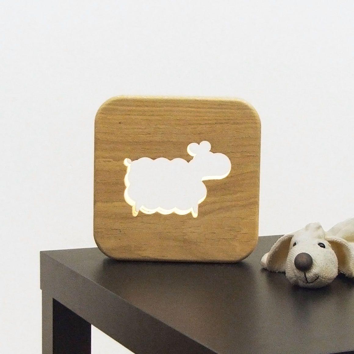 la veilleuse mouton eclairage led et bois massif ideal pour accompagner les enfants dans