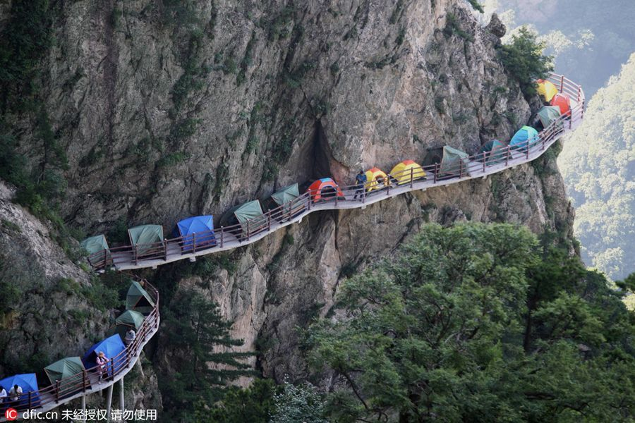 Amazing Tents on Narrow Walkway Hanging Meters on The Cliff - Who Prefer to Take a Nap on Beds - Oye Posts & Campers sleep perched on cliff face[1]| Society | Hanging Cliff ...