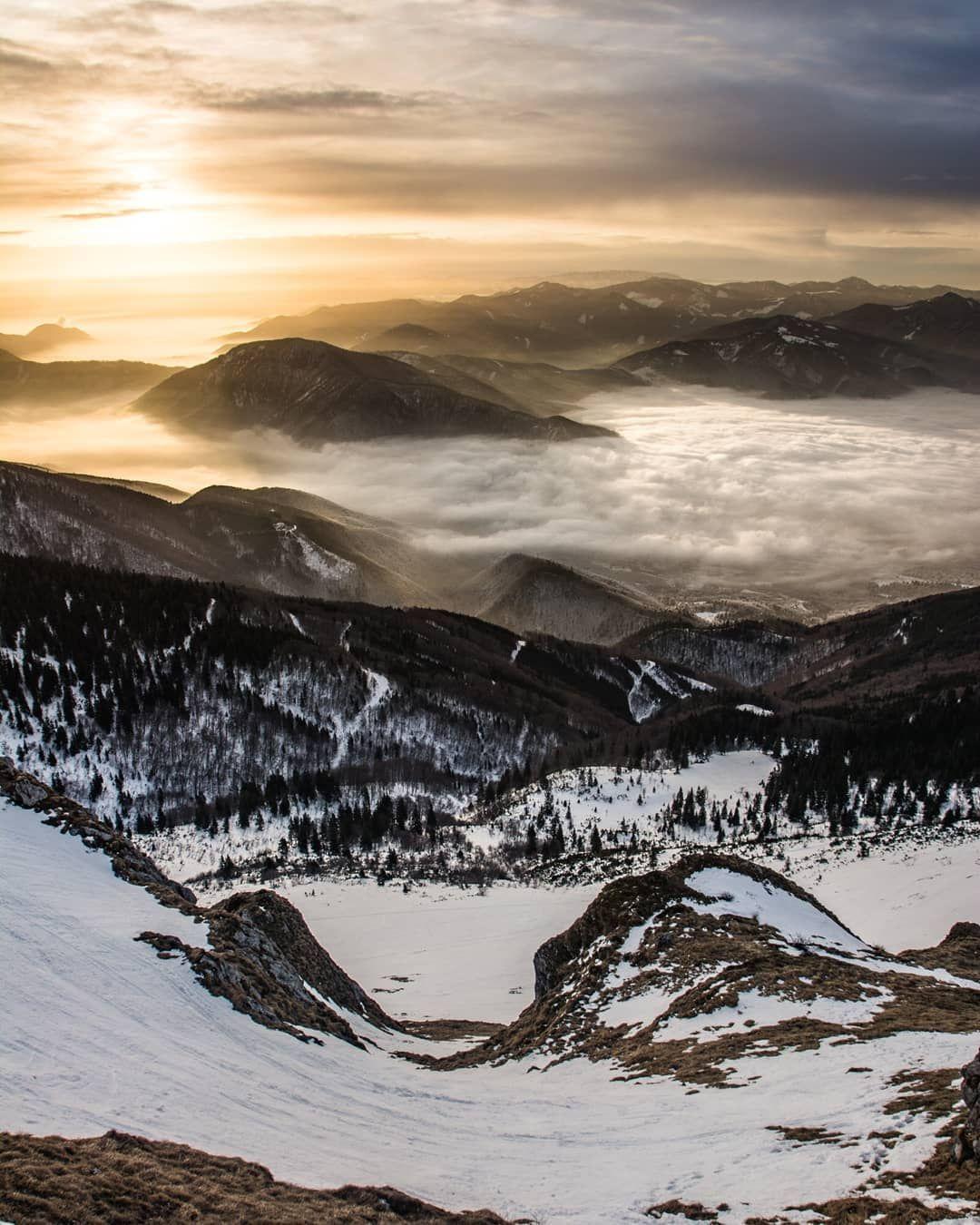 "Kuba Navrátil on Instagram: ""Ty rána jsou občas boží. . #slovakiamountains #slovakadventures #turistikanaslovensku  #slovakianature #na_hory #praveslovenske…"""
