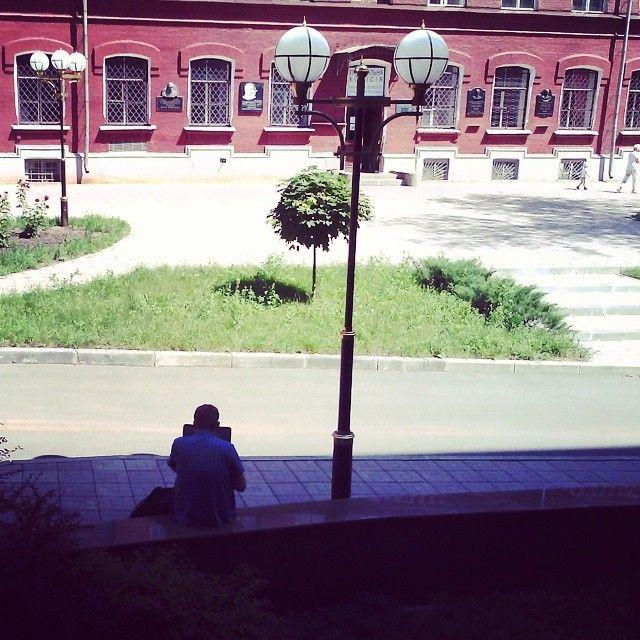 Wi-fi навколо корпусу бібліотеки:)