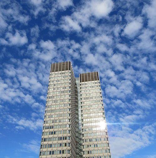 Hermoso #cielo. #Blue #Sky #Buildings