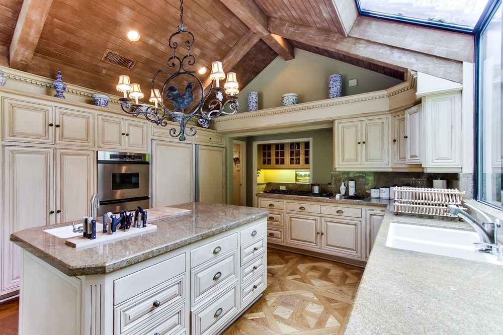 If I had this kitchen I would cook every night and do the dishes... lets be real for a second... those are both exaggerations but I do think this is an amazing kitchen! I love the cabinets with the granite color too! You have to see the rest of the house too!