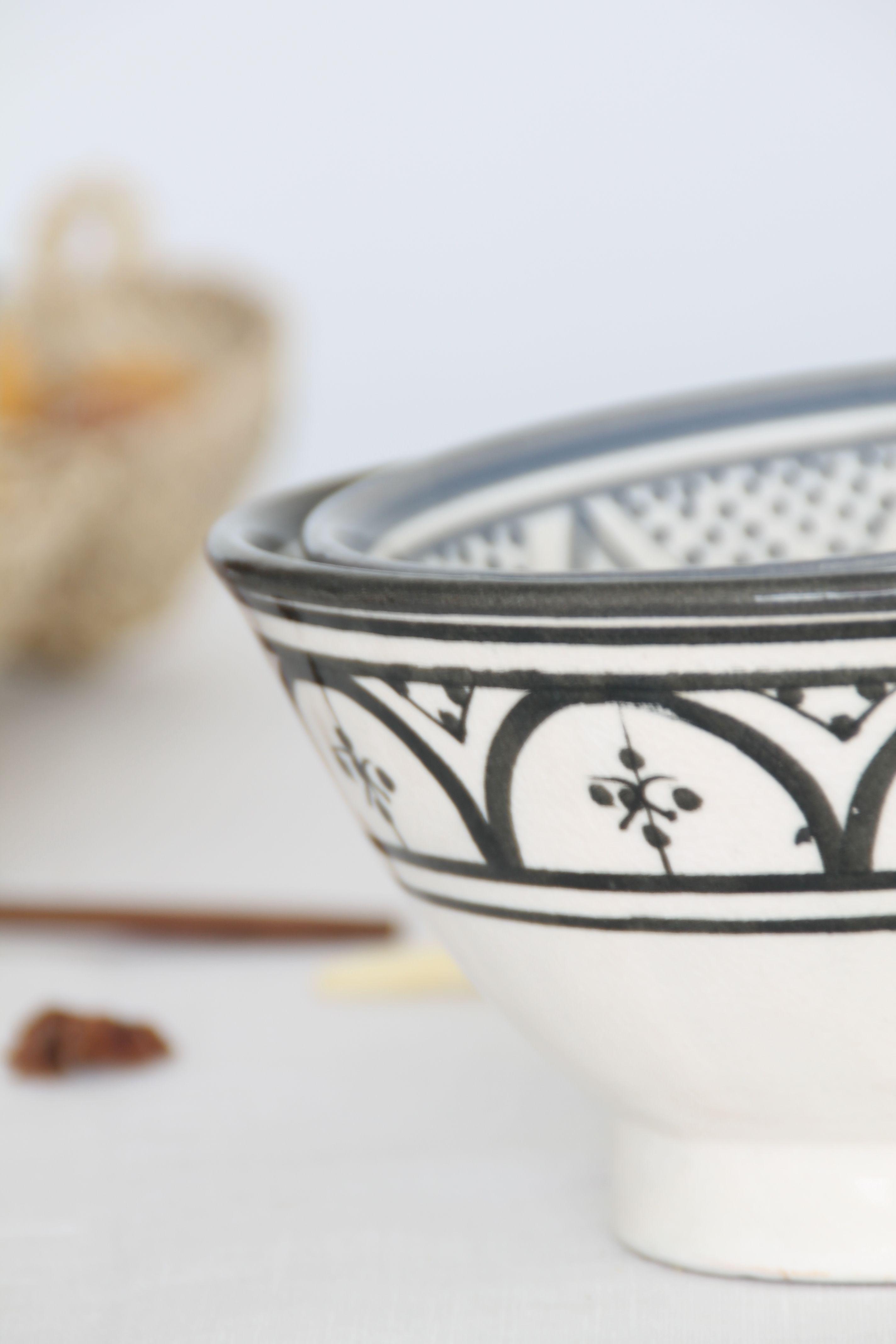 boles de cerámica hechos a mano blancos y negros con diseño geométrico. dar amïna shop. inspiración noretnic