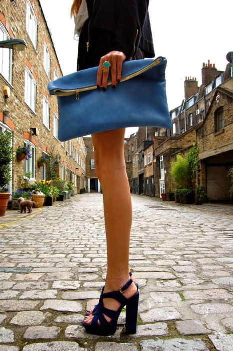 Stacked Heel! A must!! Clutch bag Love #outfit Chic.... Fashion styles for women ladies. Cute and love the way it was worn!