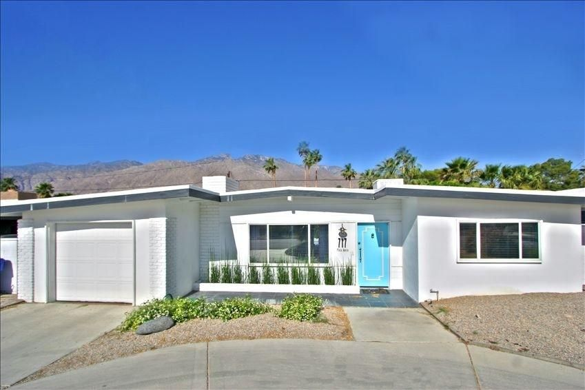 Palm Springs House Rental Front Of House From Street Through