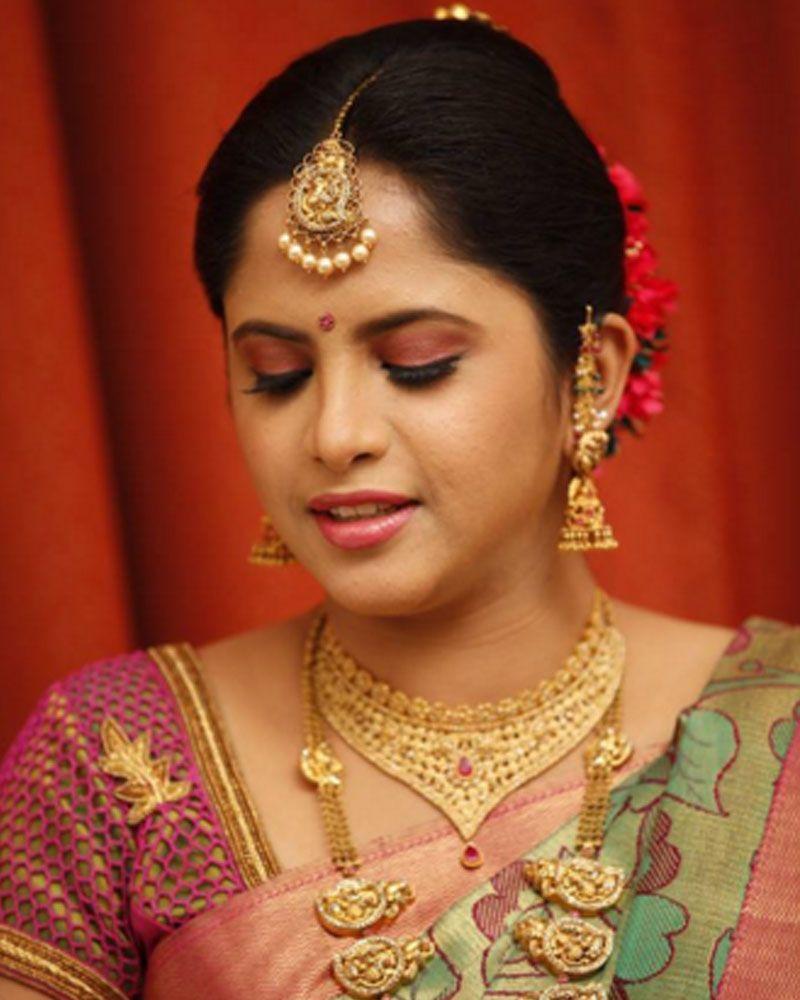 10 gorgeous nethi chuttis for bridal hairstyles take ideas from