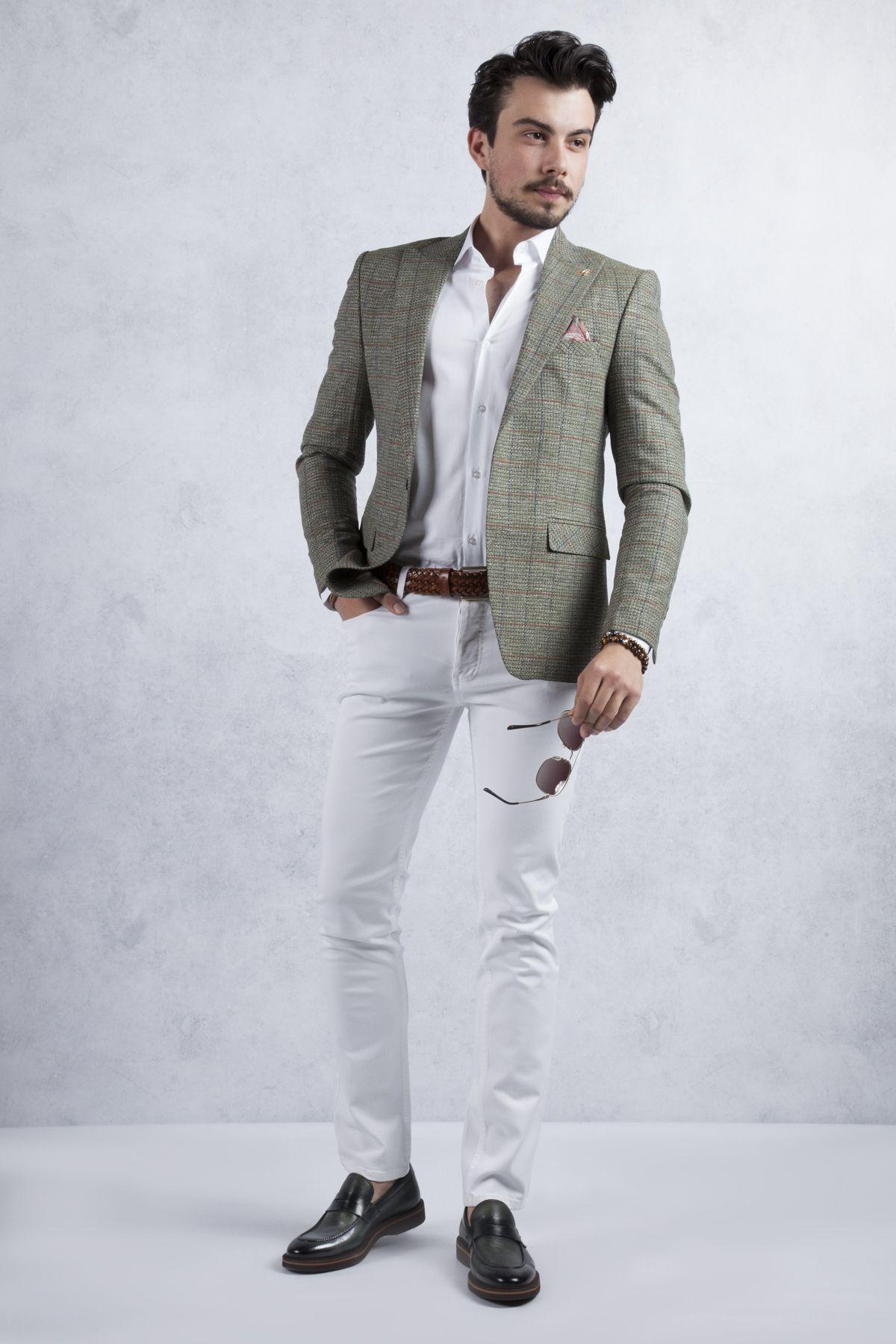 Yesil Ceket Beyaz Jean Kombini Haki Yesili Kareli Blazer Ceket Bu Kombinin En Onemli Parcasi Ceket Ayakkabi Kemer Secimi Tam Bir Jean Blazer Ceket Yesil