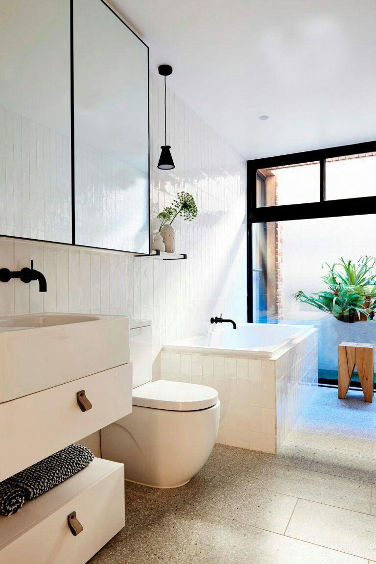 Pin de dama interiores en BaTh | Interiores, Baños ...